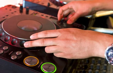 How to hire the DJ Services for your Persian wedding?